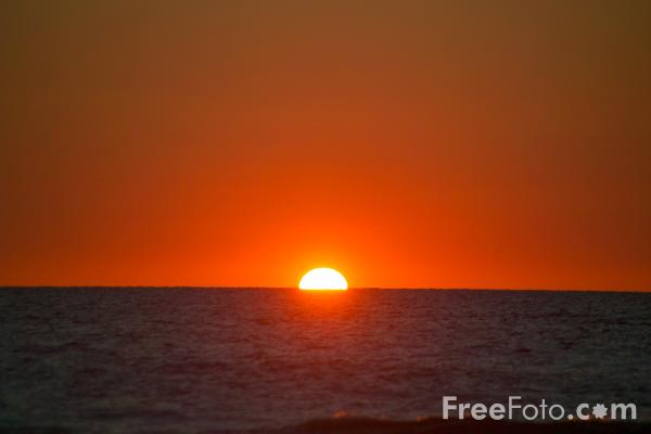 Picture of Sunset, Chapel Porth Beach, Cornwall - Free Pictures - FreeFoto.com