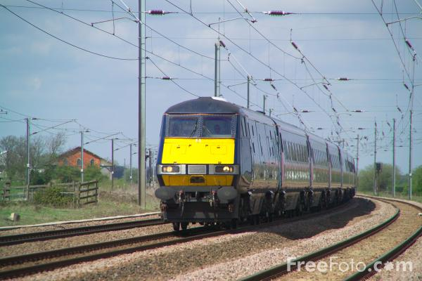 Picture of GNER 225 at speed at the foot of Stoke Bank on the ECML - Free Pictures - FreeFoto.com