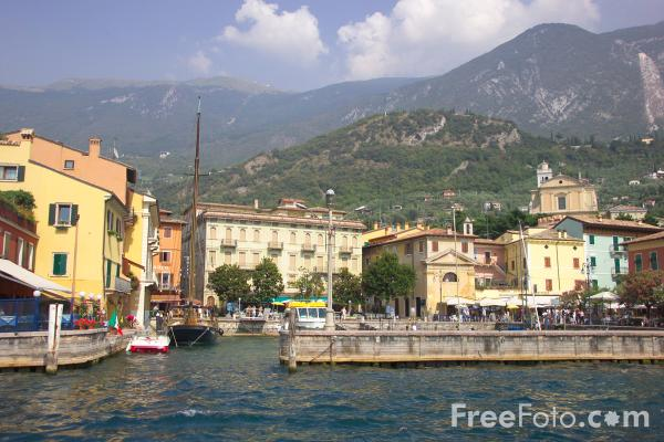 Picture of Harbour, Malcesine, Lake Garda, Italy - Free Pictures - FreeFoto.com