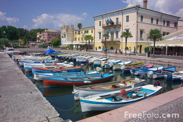 Picture of Bardolino, Lake Garda, Italy - Free Pictures - FreeFoto.com