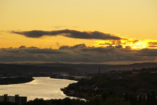 Picture of Sun setting across the River Tyne - Free Pictures - FreeFoto.com