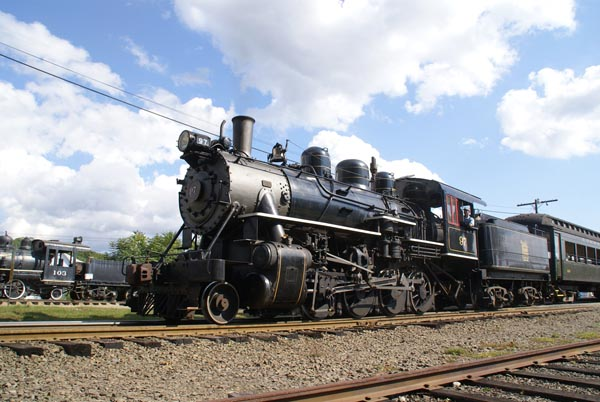 Picture of 2-8-0 Steam locomotive No 97 - Free Pictures - FreeFoto.com