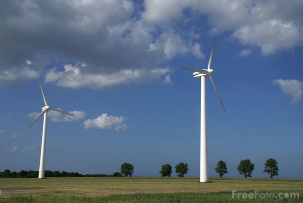 Picture of Blood Hill Wind Farm - Free Pictures - FreeFoto.com