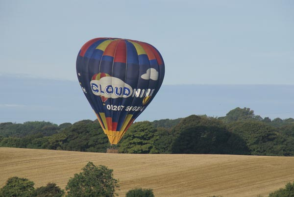 Picture of Hot air balloon landing - Free Pictures - FreeFoto.com