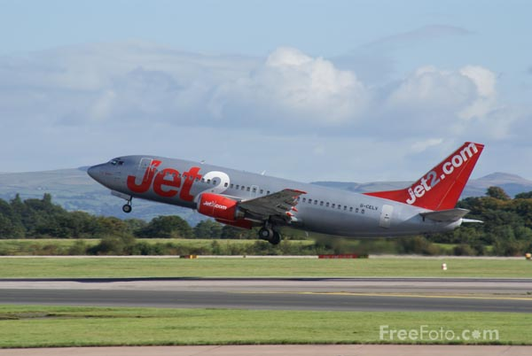 Picture of Jet2 Boeing 737-377 G-CELV - Free Pictures - FreeFoto.com