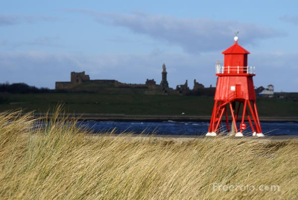 Picture of Herd Groyne Lighthouse, River Tyne, South Shields. - Free Pictures - FreeFoto.com