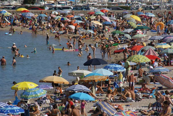 Picture of Sunny Beach, Menton - Free Pictures - FreeFoto.com