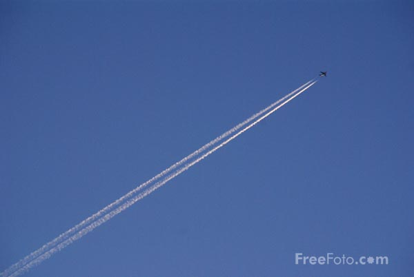 Picture of Aircraft jet stream - Free Pictures - FreeFoto.com