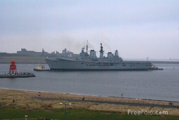 Picture of HMS Ark Royal arrives back on Tyneside - Free Pictures - FreeFoto.com