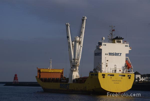 Picture of Biglift Heavy Lift Transporter Ship on the River tyne - Free Pictures - FreeFoto.com