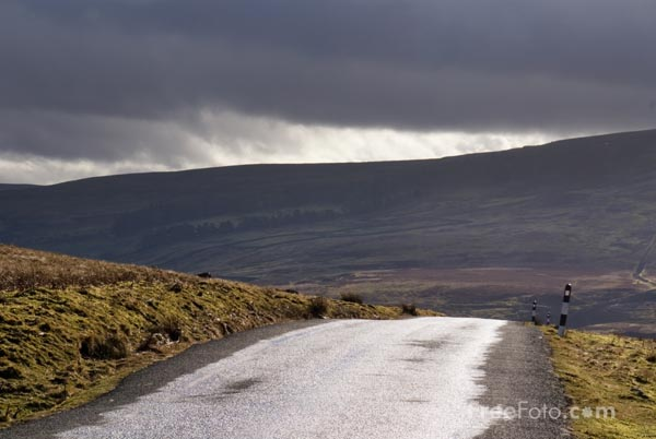 Picture of Country road in the Yorkshire Dales - Free Pictures - FreeFoto.com