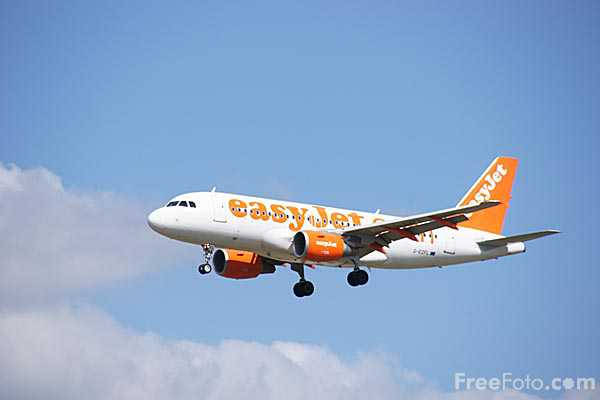 Picture of EasyJet Airbus A319-111 G-EZFL - Free Pictures - FreeFoto.com