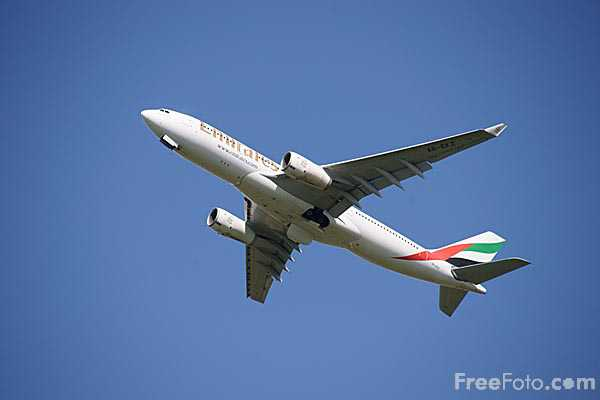 Picture of Emirates Airbus A330-243 A6-EKZ - Free Pictures - FreeFoto.com