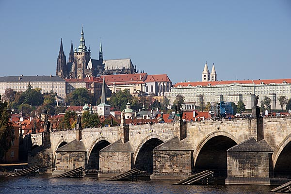 Picture of Prague Castle and Charles bridge - Free Pictures - FreeFoto.com