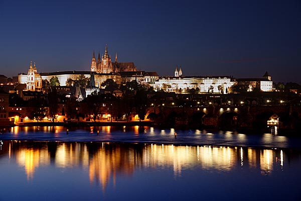 Picture of Prague Castle and the Charles Bridge at Night - Free Pictures - FreeFoto.com