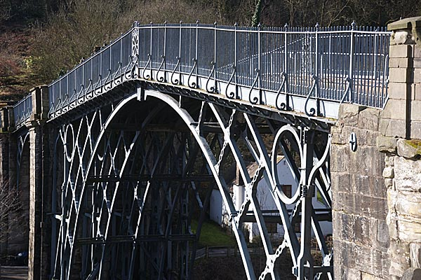 Picture of The Iron Bridge, Coalbrookdale - Free Pictures - FreeFoto.com