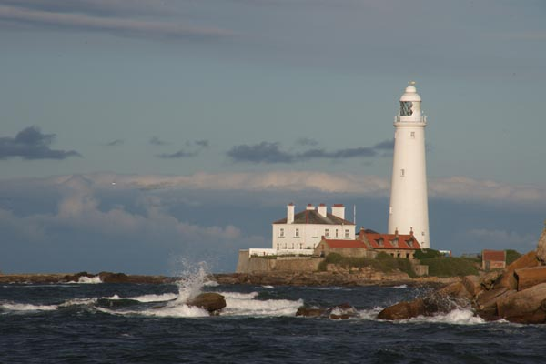 Picture of St. Mary's Lighthouse, Hartley Bay, Northumberland - Free Pictures - FreeFoto.com