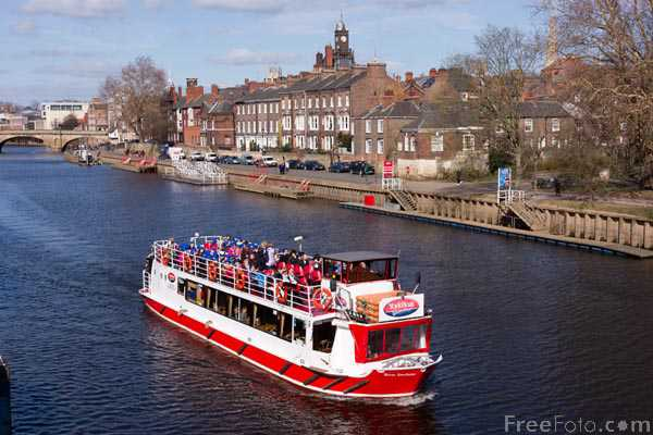 Picture of Tourist boat on the River Ouse at York - Free Pictures - FreeFoto.com