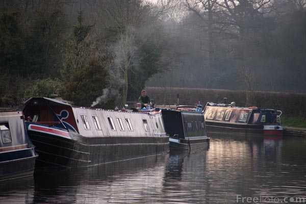 Picture of Grand Union Canal at Stoke Bruerne - Free Pictures - FreeFoto.com