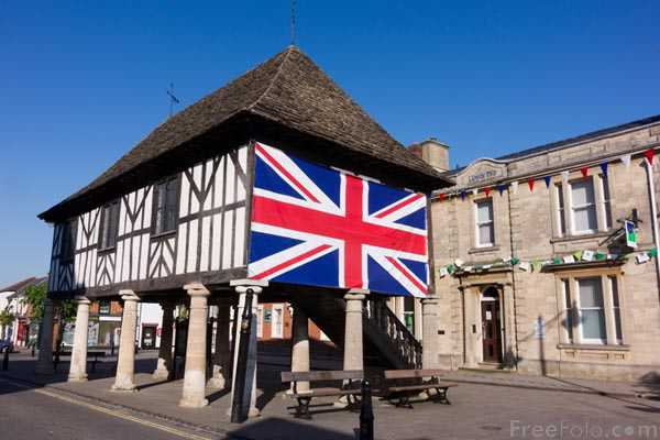 Picture of Royal Wootton Bassett Town Hall - Free Pictures - FreeFoto.com
